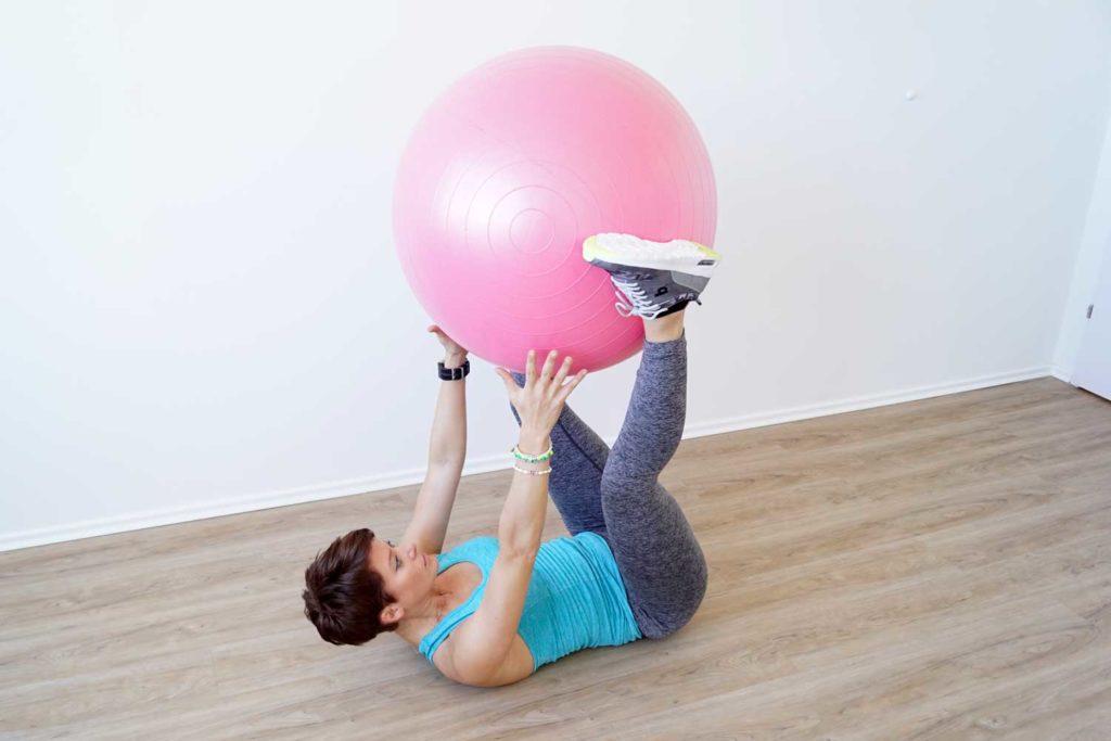 Sportlering Situps mit Ball